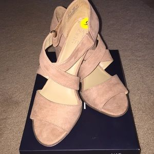 """New In Box Naturalizer """"Lindy"""" Tan Size 9 Med"""